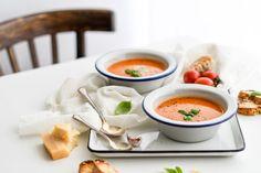 Paradajková polievka z pečených paradajok a pesta - Red velvet blog Slow Food, Keto, Thai Red Curry, Red Velvet, Soup, Product Photography, Ethnic Recipes, Blog, Food Recipes