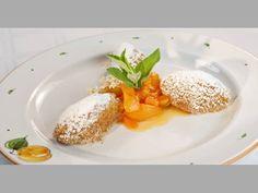 Topfennockerl mit Marillenröster Panna Cotta, Pudding, Ethnic Recipes, Desserts, Food, Sweet Recipes, Apple, Tailgate Desserts, Dulce De Leche