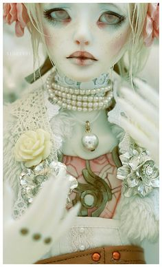 BJD blushing ©Bluoxyde.This artist has inspired me for long now, definitely worth peeping their whole Flickr gallery.