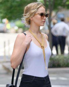 Actress Jennifer Lawrence wearing Elsa Peretti® Mesh necklace.
