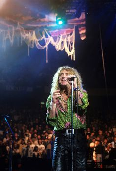Robert Plant of Led Zeppelin performs at Meadowlands New York April 7 1995. Photo © Steve Eichner/Getty.