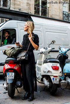 Womenswear Street Style by Ángel Robles. Fashion Photography from Paris Fashion Week. Total black outfit with Chanel bag, on the street, Rue Cambon, Paris.