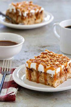 Poke cake caramel