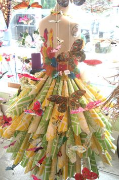 Seaside Papery_Paper Dress display...