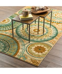 This charming and colorful rug adds depth to décor in an instant. Its vibrant design makes it an easy addition to an interior.