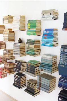Floating books as wall decor Floating Bookshelves, Staircase Bookshelf, Book Storage, Book Shelves, Book Organization, Organizing Books, Home Goods Decor, Coordinating Colors, Book Nooks