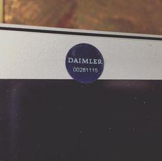 Letzte Woche Workshop gegeben bei Daimler in Ulm. Die müssen ja sehr hippen Shit machen denn es war gefühlt sicherer als jedes Hochsicherheitsgefängnis. Alle Handys abgeben und für jedes elektronischen Gerät braucht man ein extra Passierschein. Sogar die Webcam wurde abgeklebt. Der Leibesvisitation bin ich noch knapp entgangen. ;) Das Team von Daimler TSS war allerdings wirklich überragend. Sie haben innerhalb von sehr kurzer Zeit Prezi komplett verstanden und direkt im Workshop sehr…