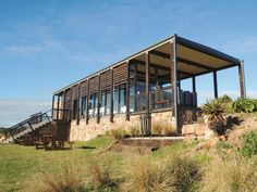 VISI / Articles / Green solutions rise from the ruins Australian Architecture, Amazing Architecture, Interior Architecture, Sea Container Homes, Container House Design, Container Buildings, Prefabricated Houses, Small Places, Building Design