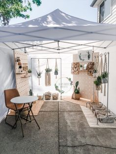 Market Stall Display, Farmers Market Display, Vendor Displays, Craft Booth Displays, Booth Decor, Market Displays, Market Stalls, Pottery Booth Display, Craft Stall Display