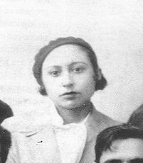 """Lucía Sánchez Saornil (Madrid, 1895 – Valencia, 1970) poeta, militante anarquista y feminista española.  Trabajó en Telefónica y a la vez estudió en la Real Academia de Bellas Artes de San Fernando. Siguió los movimientos vanguardistas (ultraismo). Publicó sus poemas en revistas como """"Tableros"""", """"Plural"""", """"Manantial"""" etc. Desde 1920 se dedicó de pleno al anarcosindicalismo. Después de la Guerra Civil se exilió en Francia, luego regresó a España  dejó la política y volvió a escribir poesía."""