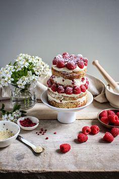 mini raspberry and sesame cake with tahini frosting//