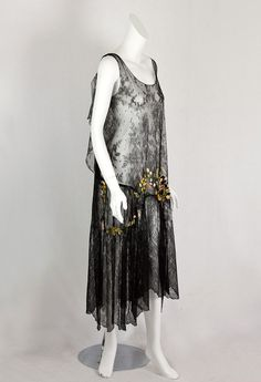 Chantilly lace flapper dress with ribbon art flowers, c.1925