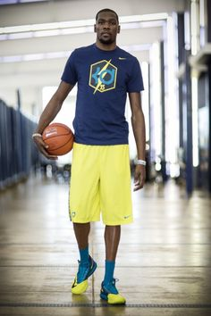 Nike unveils kd vi: detailed photos, tech info, video & release date du Durant Nba, Kevin Durant, Basketball Workouts, Nba Basketball, Swedish Recipes, Sport Photography, Kids Sports, Live Wallpapers, Sport Girl
