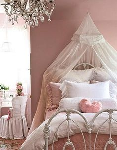 Vintage 23 Fabulous Vintage Teen Girls Bedroom Ideas - We found amazing teen girls bedroom ideas in vintage style. They are so adorable and girly with vintage details that makes the bedroom stylish and chic. Shabby Chic Bedrooms, Bedroom Vintage, Cozy Bedroom, Dream Bedroom, Bedroom Romantic, Pink Bedrooms, Magical Bedroom, Romantic Cottage, Small Bedrooms