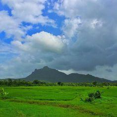 Monsoon Blues... & Greens #cloudporn #monsoon #roadtrip #wada #maharashtra #mumbai #werkend #nature #iphoneonly #photographer #photoofday #photography #webstagram #travel #travelphotography