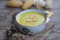 Soupe aux poireaux , pommes de terre J'aime beaucoup le poireau, sa douceur, et son goût assez particulier. Je raffole de la fondue de poireaux nature o