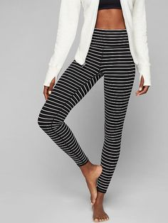 Our go-to tight for yoga and studio workouts comes in a high-rise fit for a triple dose of performance: keeps everything tucked in, offers a secure, stay-put fit, and creates the longest, leggiest look. Summer Fashion Trends, Fashion 2017, Teen Fashion, Spring Summer Fashion, Fashion Outfits, Yoga Fashion, Athletic Outfits, Athletic Wear, Athletic Fashion