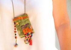 Vintage Hindu textile necklace upcycled fabric jewelry por ATLIART