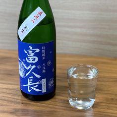 新潟亀田わたご酒店さんが厳選した日本酒が毎月届く「日本酒に詳しくなれる入門コース」✨ 今月のテーマは「新トレンド?微炭酸日本酒に迫る!」ということで、2種類の微炭酸日本酒が解説付きで届きました🍶✨ Wine, Drinks, Bottle, Drinking, Beverages, Flask, Drink, Jars, Beverage