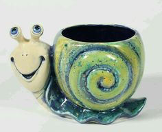 Snail Planter - who wouldnt love this smiling face peaking out from under a little green plant? And this one will not eat the plants. Clay Pinch Pots, Ceramic Pinch Pots, Ceramic Clay, Ceramic Painting, Ceramic Pottery, Ceramic Flower Pots, Pottery Mugs, Pottery Bowls, Pottery Painting