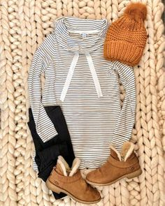 IG mrscasual Cozy outfit for running errands Looks Style, Mom Style, Fall Winter Outfits, Autumn Winter Fashion, Winter Clothes, Winter Weekend Outfit, Snow Clothes, Casual Winter, Stitch Fix