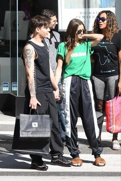 Louis and Eleanor shopping in Beverly Hills Eleanor Calder Style, Louis And Eleanor, Celebrity Couples, My King, Louis Tomlinson, Beverly Hills, Punk, Celebs, My Love