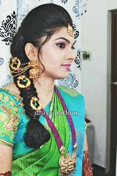Pin by Vidhu ra on sewing_ Traditional wear in 2018 South Indian Wedding Hairstyles, Indian Hairstyles, Saree Hairstyles, Bride Hairstyles, Engagement Hairstyles, Indian Bridal Sarees, Bridal Hairdo, Bridal Blouse Designs, South Indian Bride