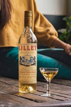 Lillet Blanc is a french white wine flavored with fruits, herbs and botanicals making it delicious for sipping in the sumemr. Cheese And Wine Tasting, Wine Cheese, French White Wines, Wine Flavors, Non Alcoholic Drinks, Beverages, Cheese Party, Iranian Food, Wine Parties