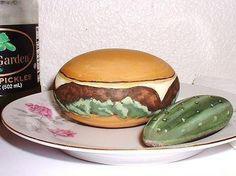 Cheeseburger w/ Lettuce/Whole Pickle