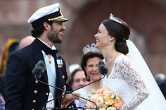 Prince Carl Philip Photos - Prince Carl Philip of Sweden and Princess Sofia, Duchess of Varmlands salute the crowd after their marriage ceremony on June 13, 2015 in Stockholm, Sweden. - Departures & Cortege: Wedding of Prince Carl Philip and Princess Sofia of Sweden