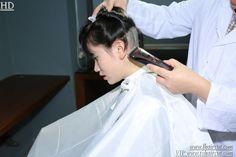 芳飞前沿美发网 Barber Chair, Chef Jackets, Hair Cuts, Capes, Fashion, Hairdresser, Woman, Haircuts, Cape Clothing