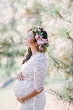 Dreamy maternity portraits // Magical Forest Mama: Wedding Photographer Jenny Sun's Bump Shoot