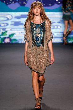 A very bohemian haute hippie crochet dress at Anna Sui Spring 2014 Ready-to-Wear NYFW Gypsy Style, Hippie Style, Bohemian Style, Boho Chic, Hippie Chic, Fashion Week, Boho Fashion, Fashion Show, Fashion Design