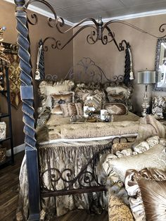 Champagne Old World Bedding Castle House, Luxury Bedding Collections, Dream Furniture, Tuscan Decorating, Bedroom Bed, Old World, My Dream Home, Damask, Color Schemes