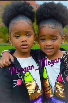 Meet the twin girls who are making the internet nuts with their rare, striking eye color - One has two blue eyes, the other has a blue eye and a brown eye. Beautiful Black Babies, Beautiful Children, Beautiful Eyes, Amazing Eyes, Cute Twins, Cute Babies, Pelo Natural, Twin Girls, Pretty Baby