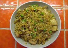 Serves 2 Ingredients 1 onion, sliced (s) (sff) 1 cup of peas (ss) (ff) long grain rice (ff) pre-cooked chicken (s) (ff) Chinese 5 spice sesame oil each) of light soy sauce oyster sauce each) 2 eggs (ff) * Extra's beansprouts (s) (sff) Dark soy sauce […] Rice Recipes, Pasta Recipes, Cooking Recipes, Healthy Recipes, Recipies, Slimming World Pasta Dishes, Slimming World Recipes, Pre Cooked Chicken, How To Cook Chicken
