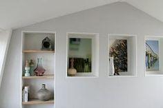 Voorzetwand met planken en nissen - Eigen Huis en Tuin