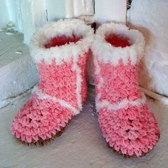 Could make these in Brown and green for the men in the family...dad would love em...Cabin slippers