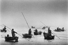 Sebastião Salgado.    Pescadores de marisco em Vigo