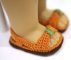 cataddict's Autumn colors all around sandals FREE PATTERNS - http://www.ravelry.com/projects/cataddict/autumn-colors-all-around-bag-and-sandals-free-patterns
