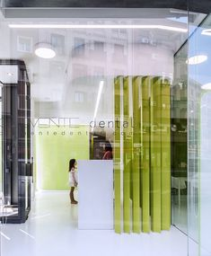 LANDÍNEZ+REY arquitectos completed a premier facility for Clemente Dental Clinic in Madrid, Spain. The project consists of the integral conditioning of a commercial space located … Dental Design, Medical Office Design, Clinic Design, Healthcare Design, Dental Health, Health Care, Madrid, Dental Cabinet, Window Detail