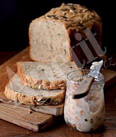 Beer bread with homemade cracklings My Favorite Food, Favorite Recipes, My Favorite Things, Beer Bread, Sourdough Bread, Dumplings, Camembert Cheese, Banana Bread, Food And Drink