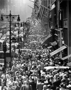 Lunch time on 5th Ave. circa 1950.