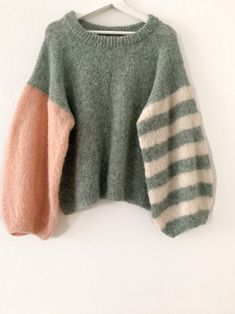 Very soft alpaca sweater. Fashion Sewing, Diy Fashion, Fashion Outfits, Oversized Pullover, Knitting Designs, Sweater Knitting Patterns, Sweater Weather, Diy Clothes, Knitwear