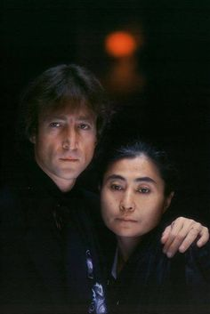 ♡♥John Lennon with Yoko Ono in front of the 'Dakota' at 72nd and Central Park West in Sept 1980♥♡