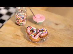 Tiny actual donuts made in an actual tiny kitchen with wee working candle stove! Miniature Crafts, Miniature Food, Miniature Kitchen, Tastemade Tiny Kitchen, Cute Food, Yummy Food, Tiny Cooking, Cooking Fish, Cooking Games