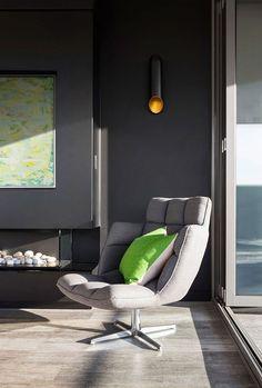Adoramos ambientes pequenos, mas nada como admirar casas maiores de vez em quando, não é mesmo? Esta residência, projetada pelo pessoal da LSA Architects,