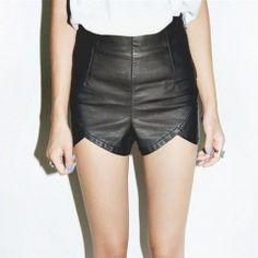 Shorts cintura alta de couro fake preto