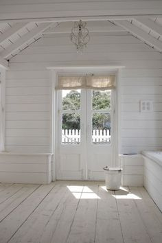 Walls, ceiling, floors and doors= my dream home Cottage Shabby Chic, White Cottage, Cottage Style, Farmhouse Style, Farmhouse Interior, Cottage Interiors, White Rooms, White Decor, Architecture Details