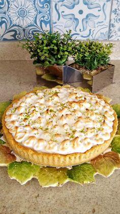 O post Torta de Limão apareceu primeiro em Vovó Palmirinha. Sweet Recipes, Cake Recipes, Delicious Desserts, Yummy Food, Blue Cakes, Sweet Pie, Pasta, Flan, Cake Cookies